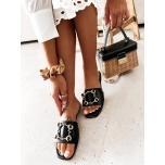 Mustad kuldse pandlaga kingad