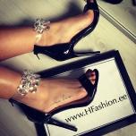 Mustad kividega kingad
