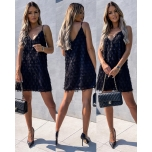 Must õlapaeltega kleit