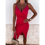 Punane lõhikuga kleit