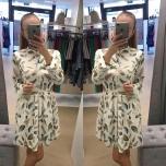 Sulgedega pikavarrukaga kleit