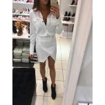Valge kleit trukkidega